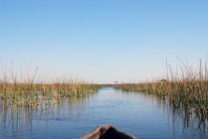 Mit dem Mokoro durch das Okavangodelta