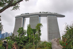Blick auf Marina Bay Sands vom Gardens By the Bay in Singapur