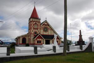 Rotorua - Kirche mit Steinsärgen in Ohinemutu