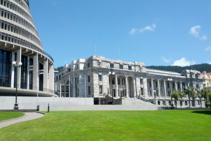 The Beehive und Parliament House in Wellington