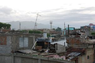 Blick über Santiago de Cuba mit dem Baseballstadion
