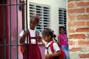 Grundschülerinnen in Camagüey