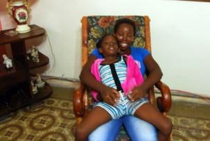 Casa-Mama Ada mit ihrer Tochter Brenda