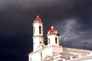 Kathedrale von Cienfuegos - ein Gewitter zieht auf