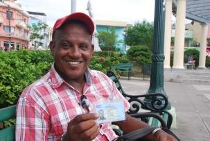 Leonel mit seiner Arbeitserlaubnis am Plaza de Marte