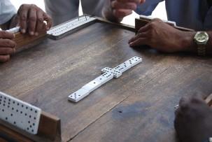 Domino spielen am Parque Serrano