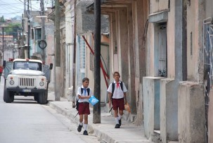 Grundschulkinder in Santiago de Cuba